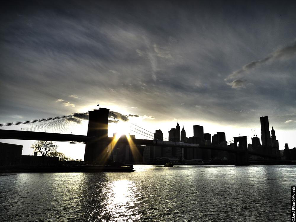 Puente de Brooklyn al anochecer